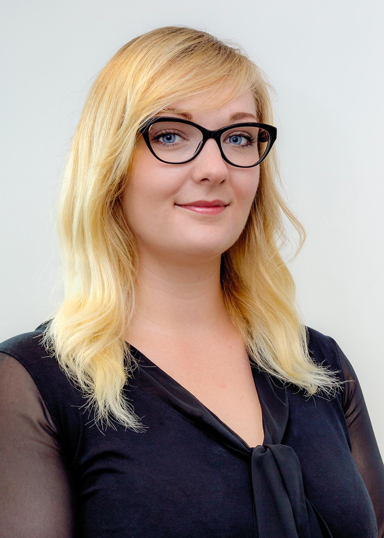 Corporate Headshots Nicolle, Marketing Communications Manager, V-TUF